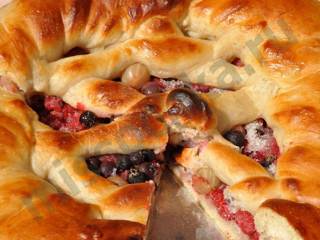 Пирог с замороженными ягодами - кулинарный рецепт