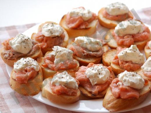 бутерброды с сёмгой под сырным соусом