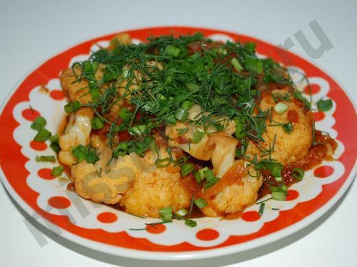 вкусная цветная капуста с овощами и зеленью