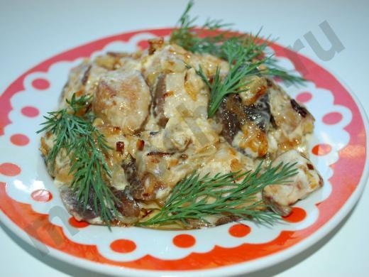белые грибы жареные в сметане с зеленью укропа