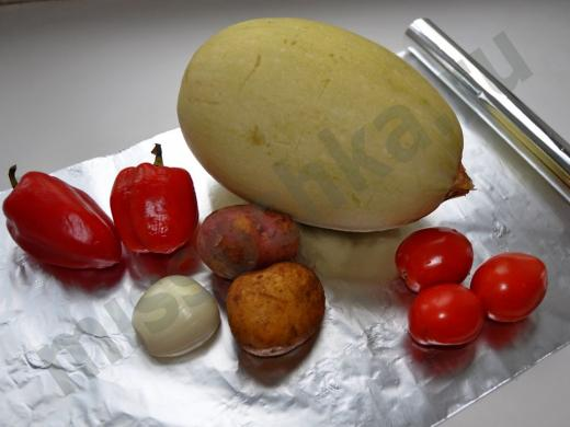 кабачок перец томаты картофель и лук на фольге