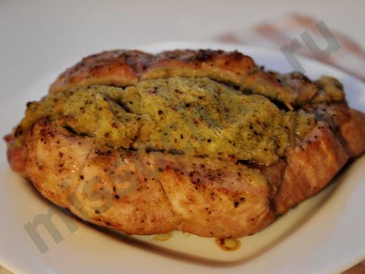 запечённая свинина с начинкой из белого хлеба